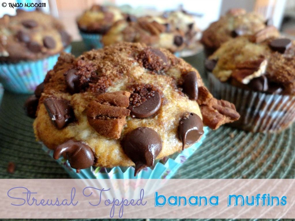 Streusal Topped Banana Muffins