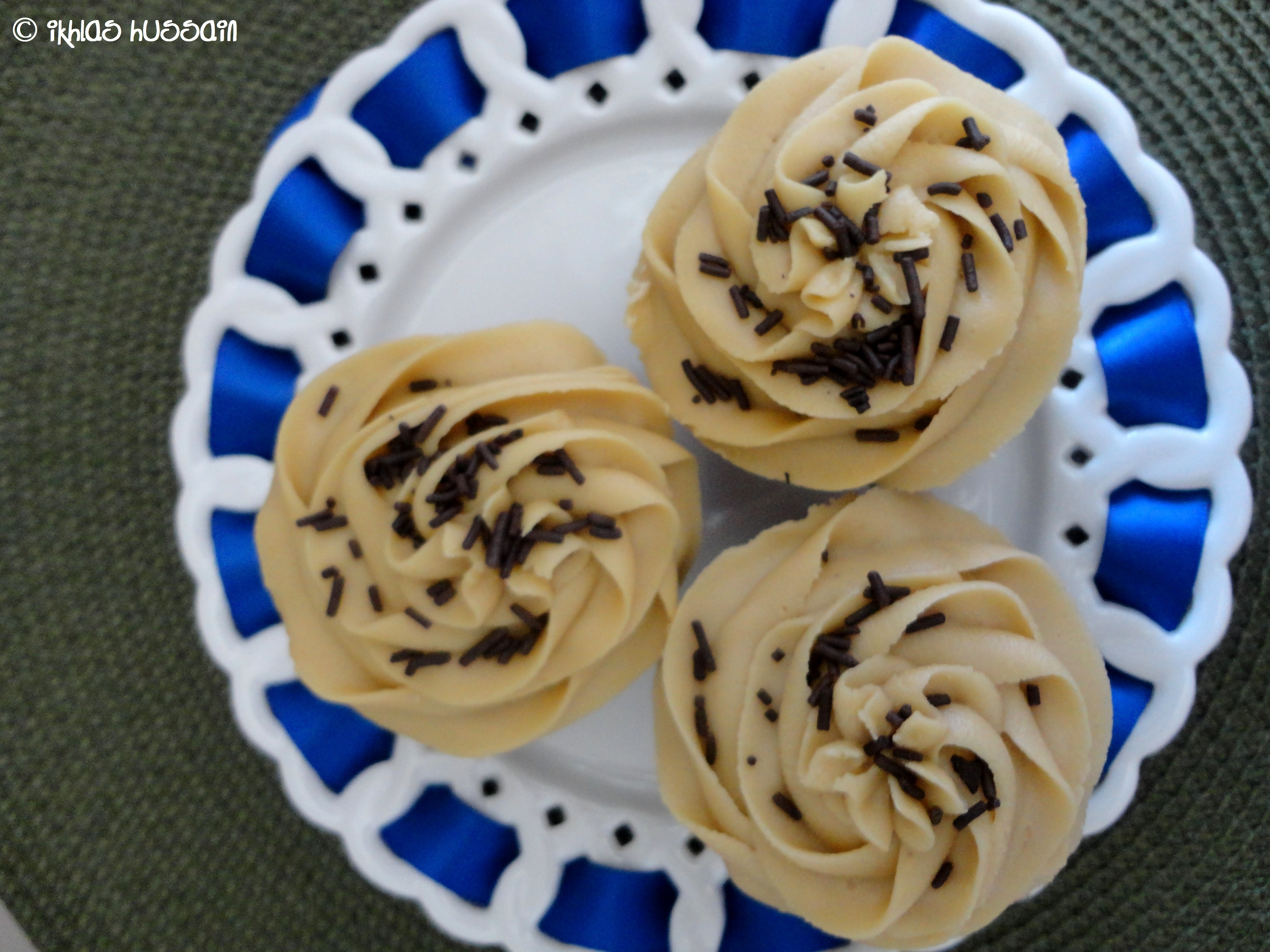 Recipe: Chocolate Buttermilk Cupcakes with Salted Caramel Frosting ...